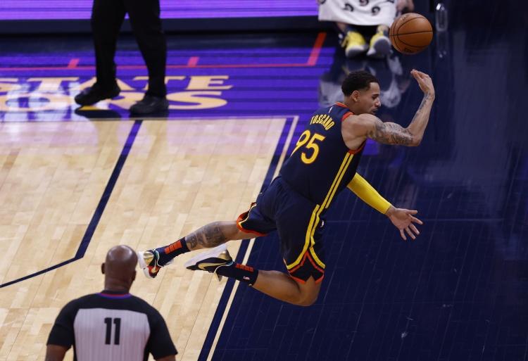安德森:库里是NBA最强的球员 给库里投篮就是最好的投篮机会