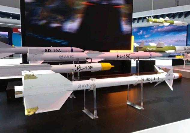 珠海航展上展出的中国空对空导弹家族