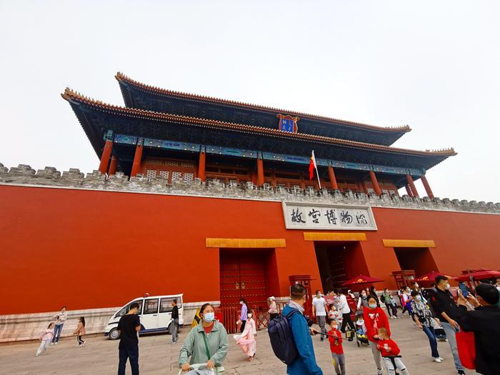 10月2日,故宫游客众多。中新网记者 李金磊 摄