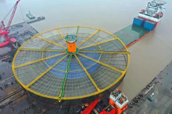 """马尾造船厂建造的""""海峡1号""""是全国首座单柱半潜式深海渔场,也适合于在东海和南海进行深远海养殖"""