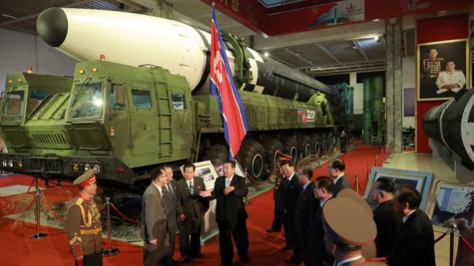 朝鲜展出近5年来研发的武器装备,金正恩:展示国力