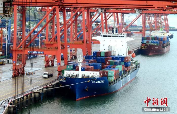 资料图为厦门港海天集装箱码头。 中新社记者 王东明 摄