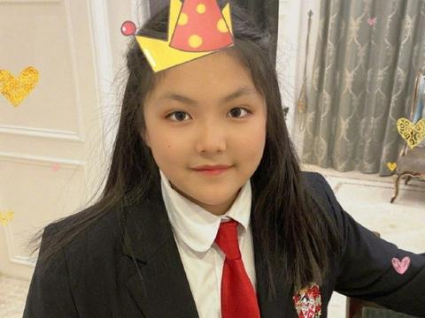 李湘王岳伦为女儿庆12岁生日,王诗龄近照打扮洋气,越来越气质