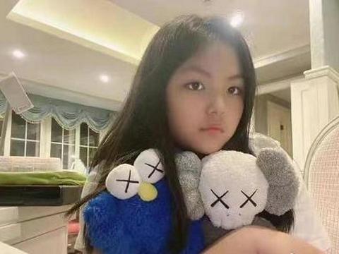 李湘王岳伦为女儿庆生,12岁王诗龄打扮像贵妇,李湘家宅位置曝光
