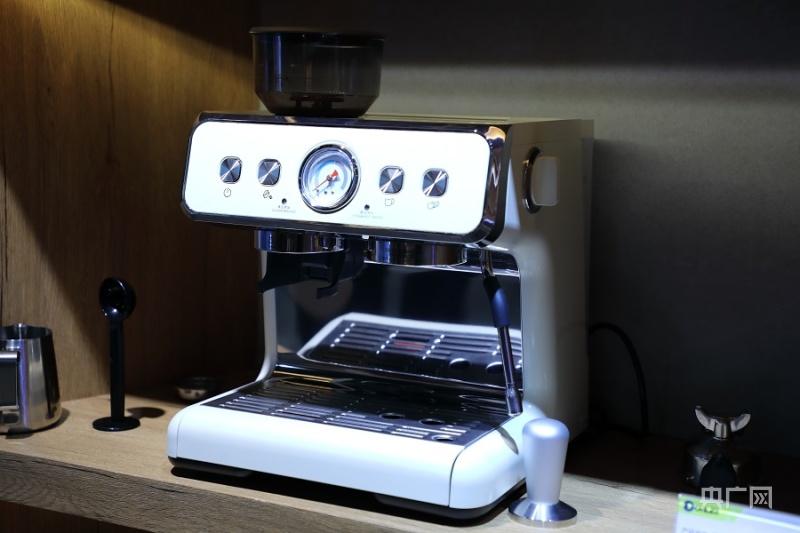 压力式咖啡机。(央广网发 新宝股份供图)