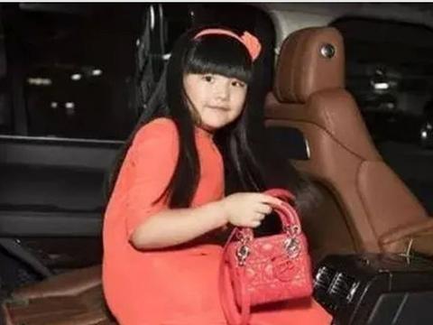 王岳伦李湘一家低调为女儿庆生,网友:再不低调被查的就是他们了