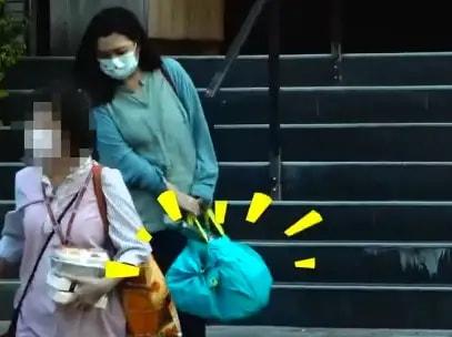 Selina在街头被拍到,素颜发黄身材走样,一身中年妇女的打扮!