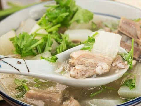 炖羊肉汤,乱用调料可不行,谨记3个窍门,汤鲜肉嫩,不腥不膻