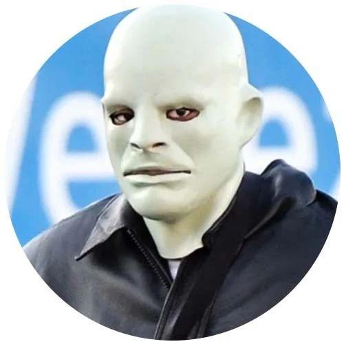 侃爷正式改名为Ye,戴诡异人皮面具出街吓坏网友:有大病?