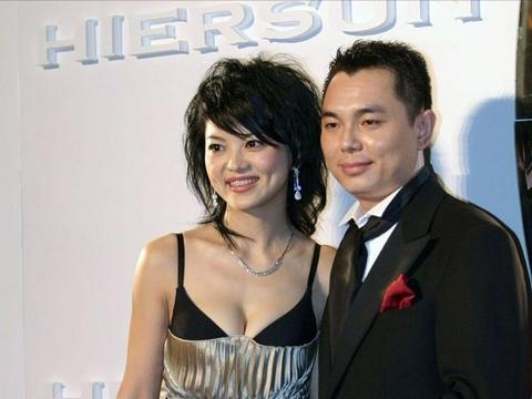 李湘在前夫面前挺招摇,穿抹胸裙露半截内衣,气质看着可挺清纯的