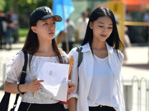 """知名211大学被""""放鸽子"""",119名新生放弃入学,评论两极分化"""
