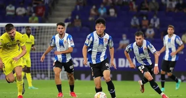 武磊尴尬一战,45分钟仅7次触球,0射门0突破,获6.5分仅高于3人