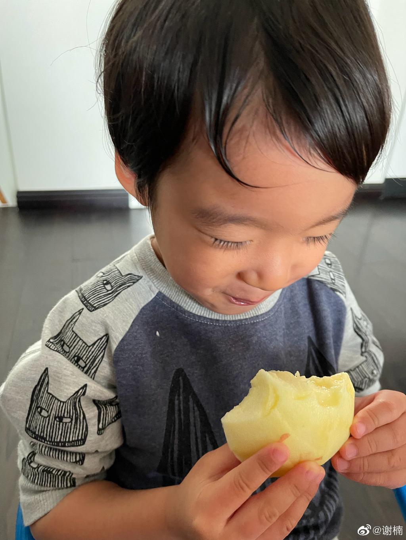 谢楠晒二儿子新发型 迷惑发问:这是徐志胜?