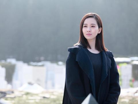 刘诗诗把白色鱼尾流苏裙穿出仙女范儿,拿捏了温柔感,惊艳了众人