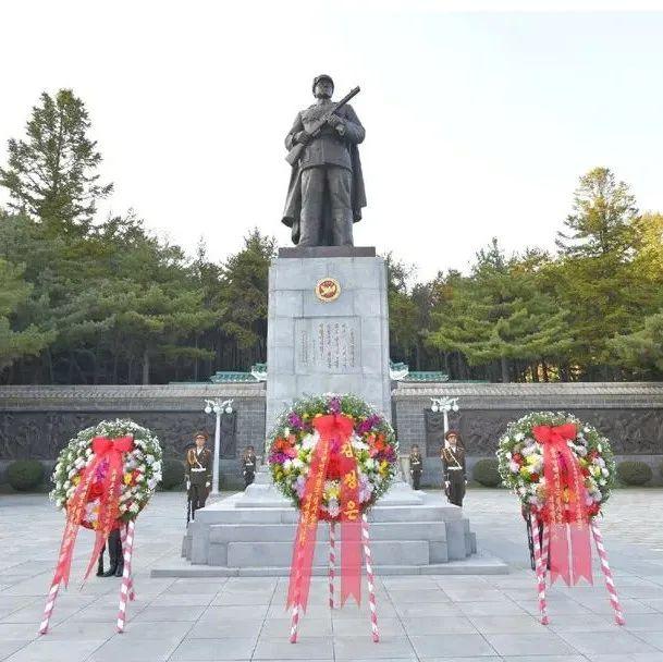 金正恩向中国人民志愿军烈士陵园献花圈