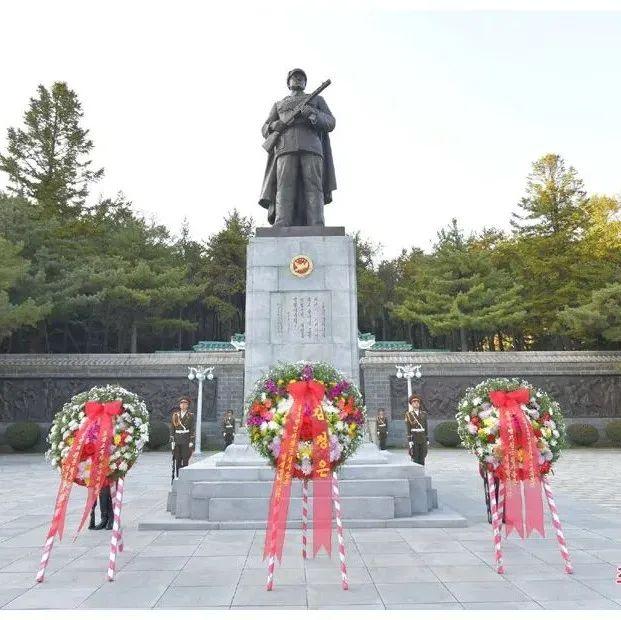 昨天,金正恩代表朝鲜人民送花圈