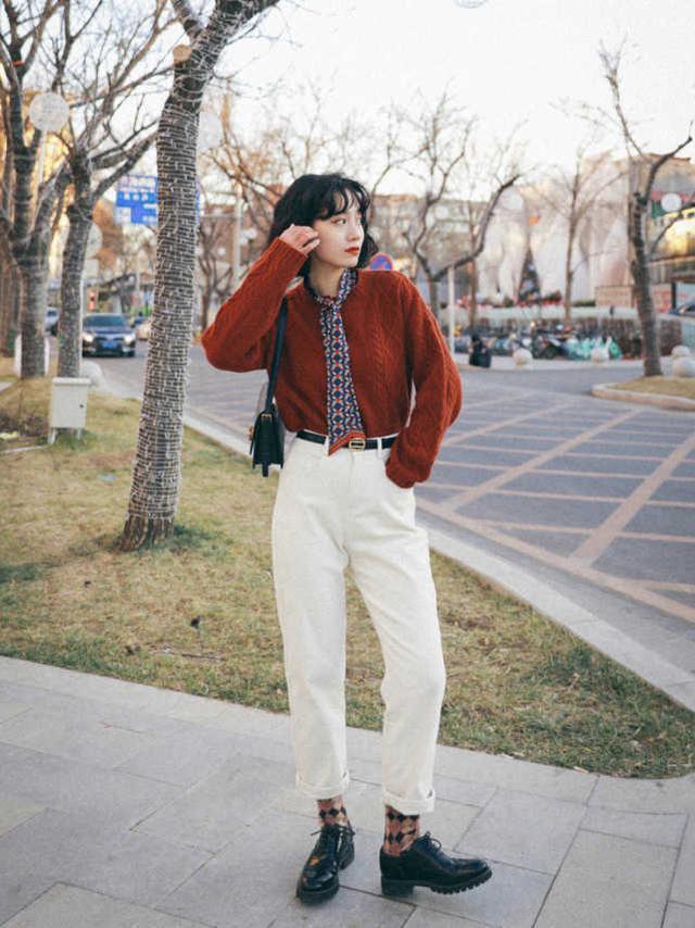 冬天穿衣一定要来件复古红,典雅高级又有代入感,上身之后就很美