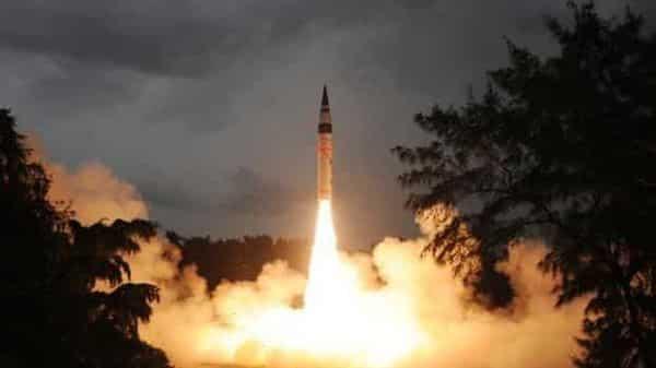 """印度成功发射""""烈火-5""""型弹道导弹 射程可达5000公里"""