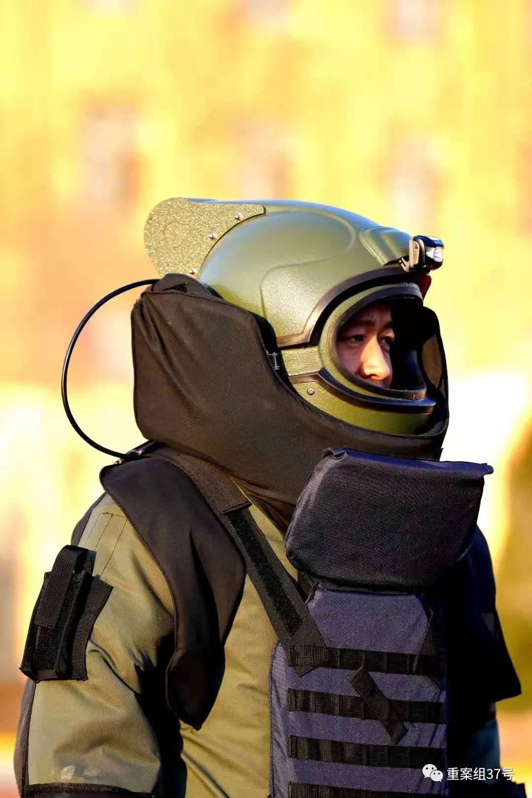 ▲晋城市公安局特警队员、首席排爆手郭保军。受访者供图