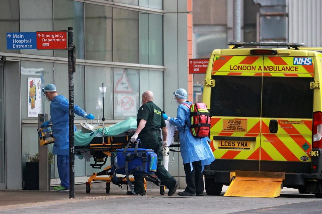 英国医疗资源开始紧张,图自澎湃影像(下同)