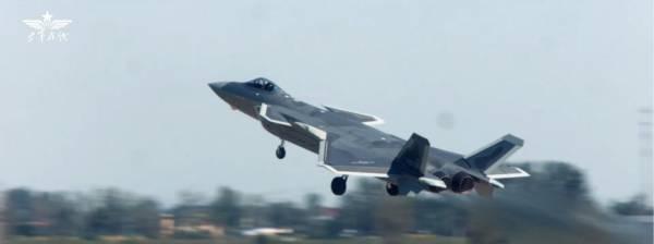 装备国产发动机的歼-20列装飞训某团 图源:空军在线