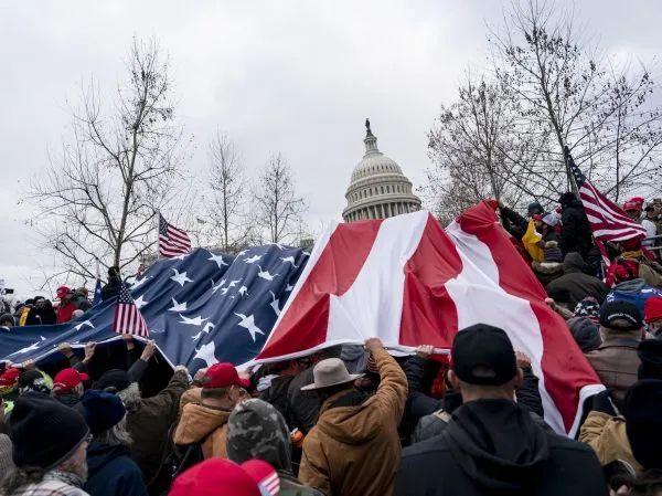 ▲1月6日,在美国首都华盛顿,美国总统特朗普的声援者举走示威游走。(新华社)