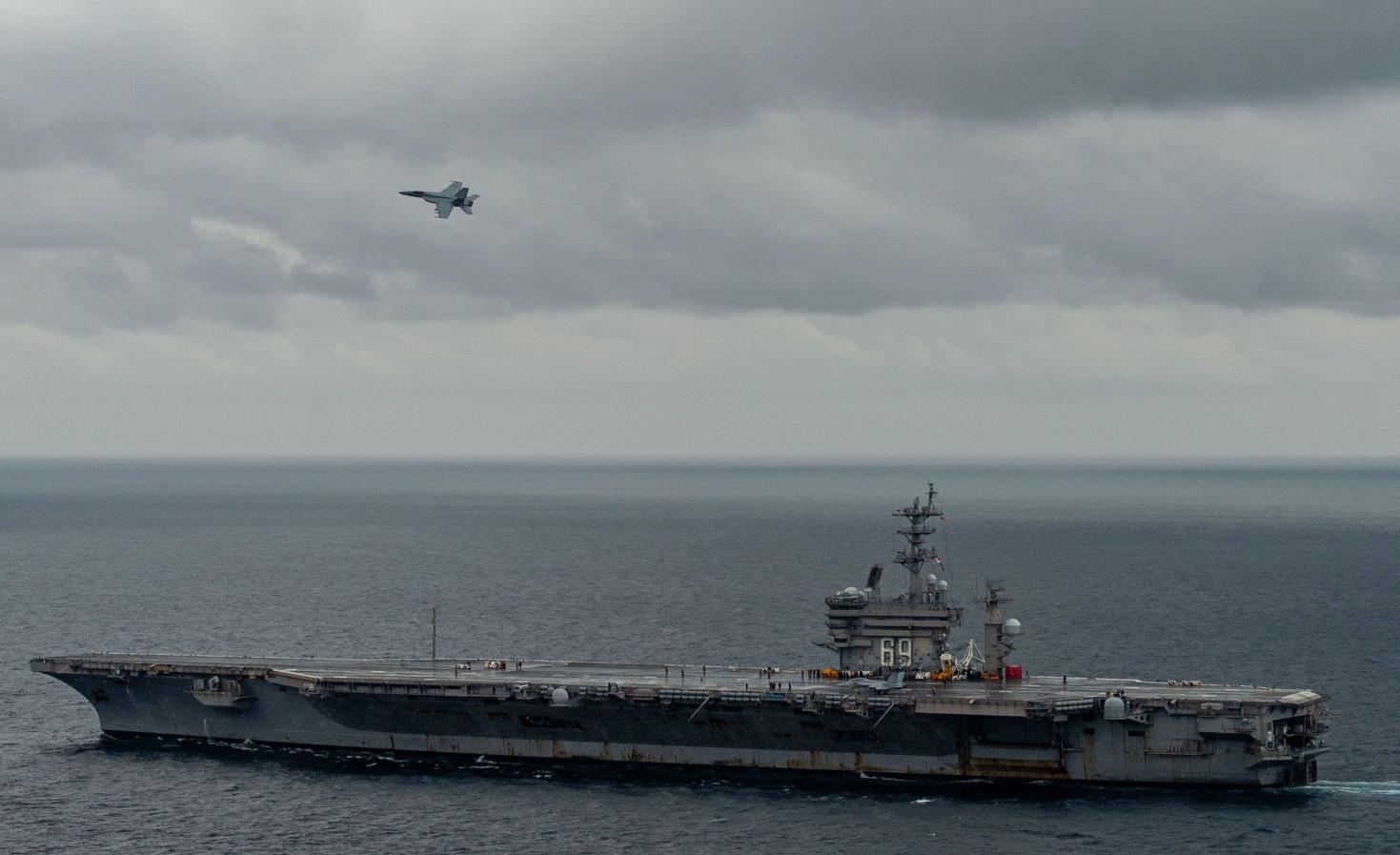 """去年12月9日,进行舰载机放飞训练的""""艾森豪威尔""""号航母 图源:USNI"""