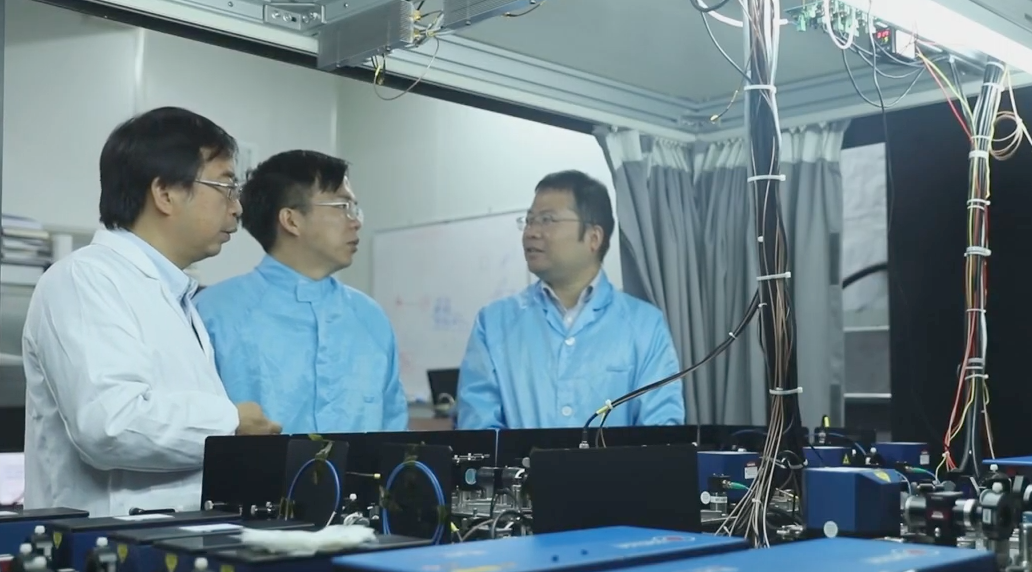 ▲量子通信网络研究团队。新华社报道截图