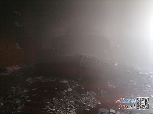 庐山市一民房突然着火 竟是电热毯忘拔插头引发火灾(组图)