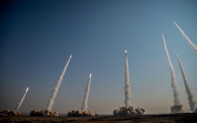 伊朗试射反舰弹道导弹 美媒:距尼米兹号100英里内