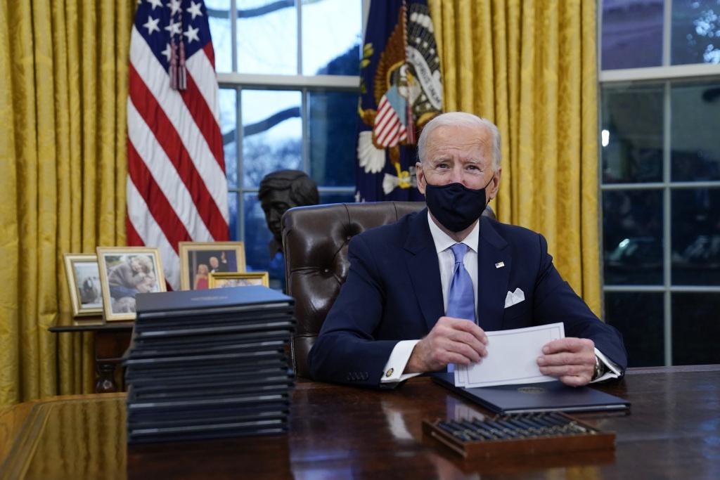 """拜登:特朗普给我留了封信 写得""""挺大方"""""""