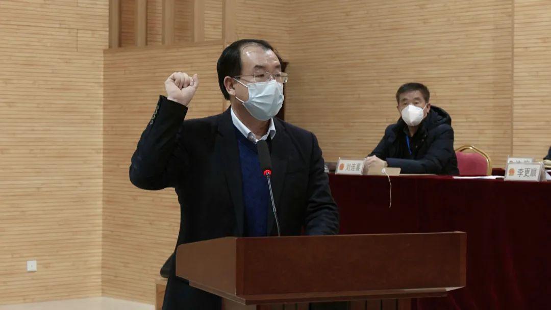王锦山进行宪法宣誓