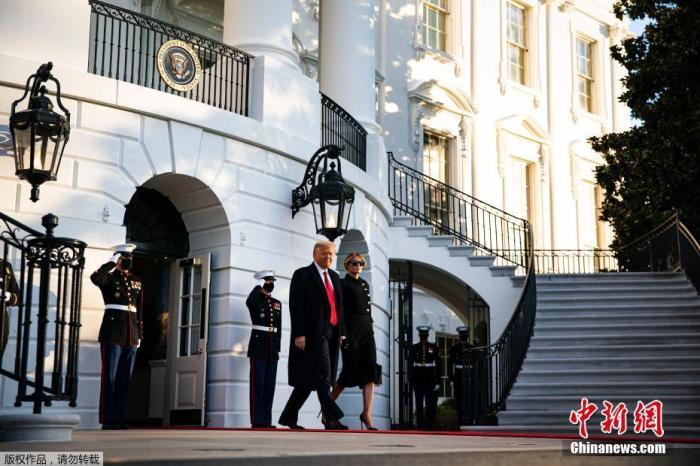 资料图:当地时间2021年1月20日,美国华盛顿,特朗普提前离开白宫。