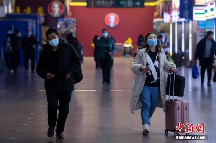 1月27日,山西太原站,乘坐火车出行的旅客稀少。 中新社记者 韦亮 摄