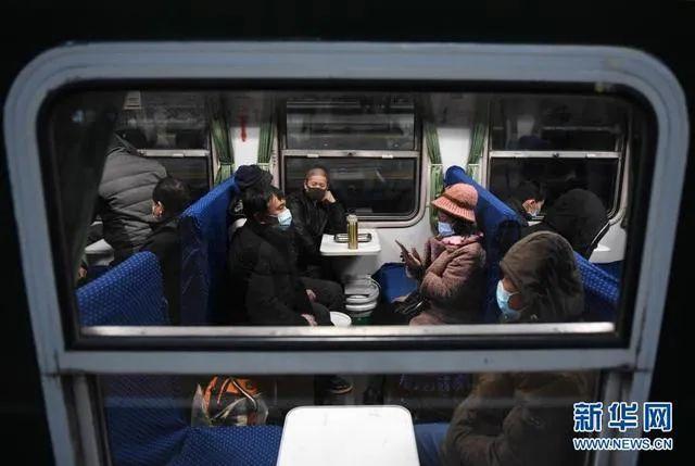 1月28日,春运列车等候发车(图源:新华网)