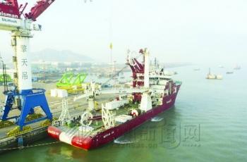 漳州港企业为国内首艘深水多功能工程船成功升级装备