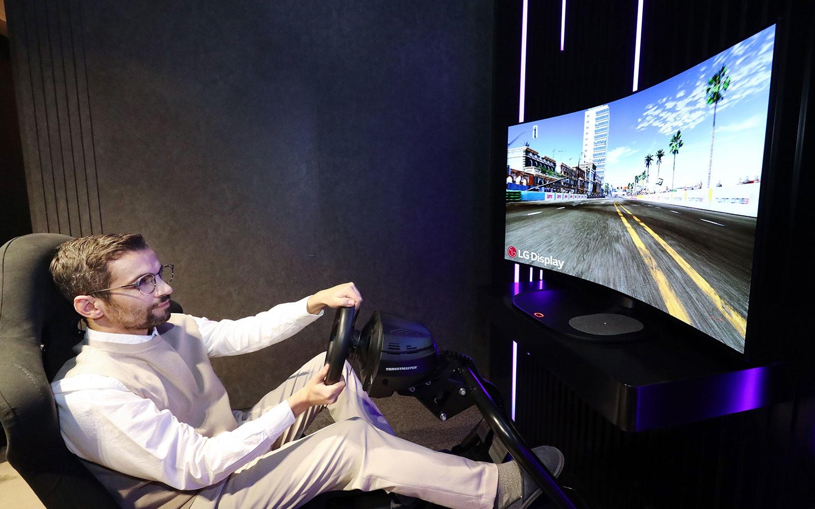 LG 将在CES 2021上展示一款可变身曲面屏OLED游戏显示器