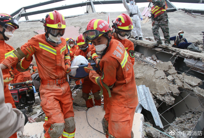 ▲福建消防声援指战员在泉州欣佳酒店坍塌事故现场声援。图片来源:答急管理部消防声援局官方微博