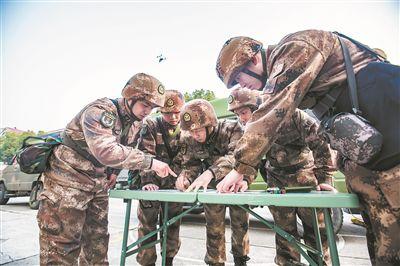 战略支援部队某部测绘应急保障分队挺进演习场