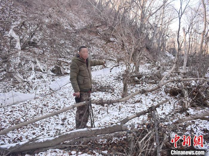 犯罪嫌疑人刘某指认现场 警方供图