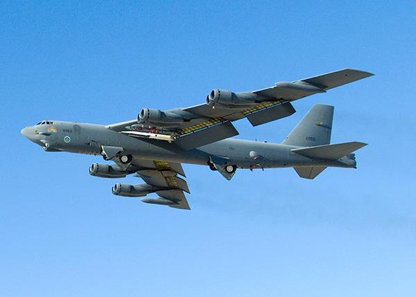 美军派遣2架B52轰炸机飞往中东 美媒:或威慑伊朗