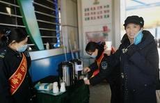 济南公交人免费给乘客送姜糖水