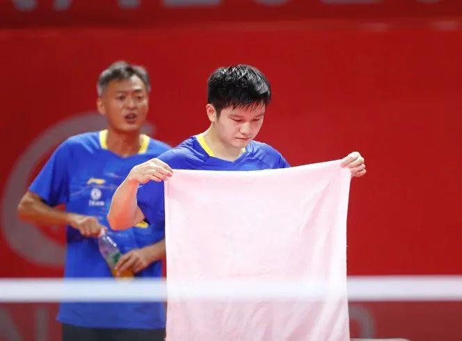 樊振东:苦战中打出自信 迈向顶梁柱越走越坚定