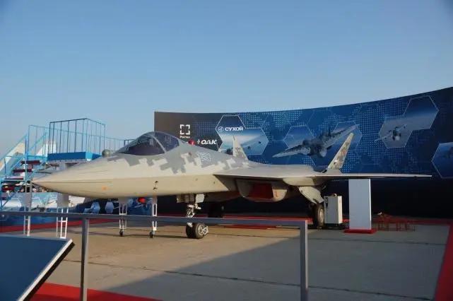 在印度航展展示的苏-57E全尺寸模型 图源:社交媒体