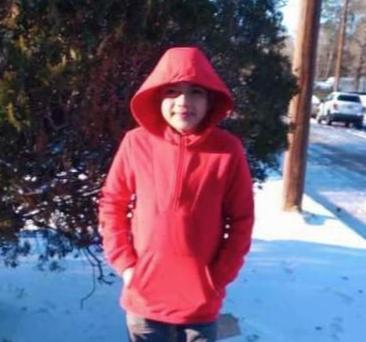 男孩搬到美国两年就在停电期间死亡 母亲向电力公司索赔1亿美元