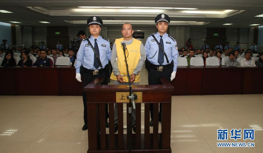 青岛连续22年向贵州安顺中小学赠阅《中国教育报》