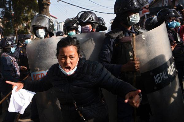 英媒:尼泊尔发生大罢工