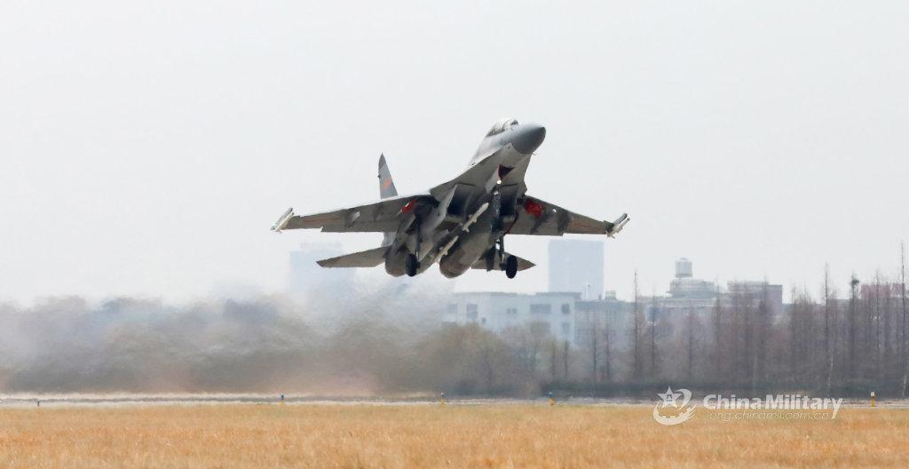 机腹挂载PL-15,翼尖挂载PL-10的歼-16战机 图源:军网英文