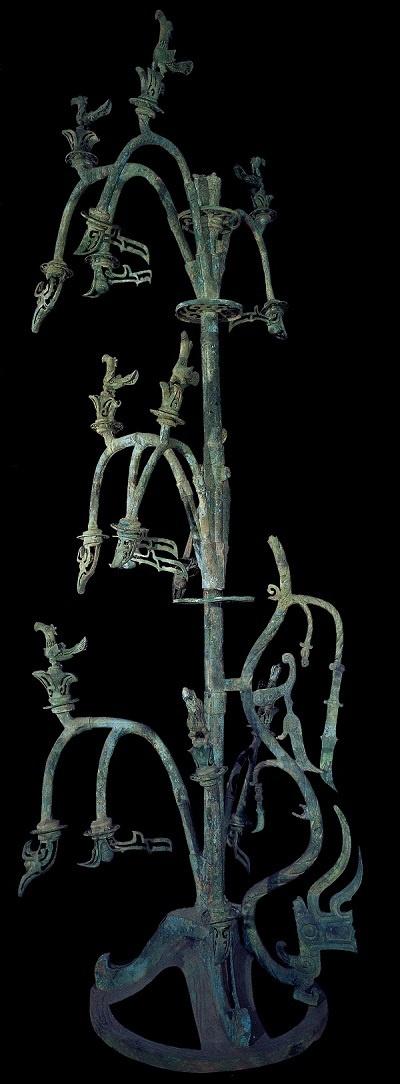 三星堆博物馆两代文物修复师:让埋藏数千年的碎片重新焕发生机