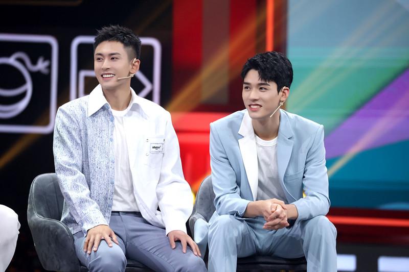 张哲瀚和龚俊南京一夜是怎么回事具体什么意思 两人南京一夜是真的吗